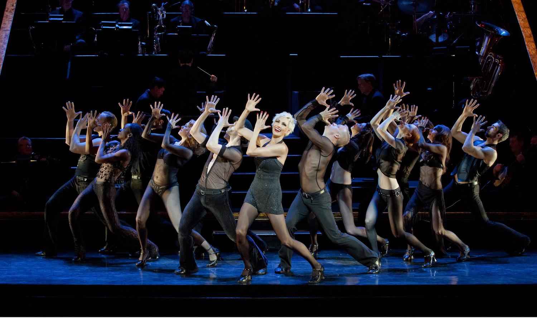 BWW Review: CHICAGO BRINGS MAGIC to Straz Center
