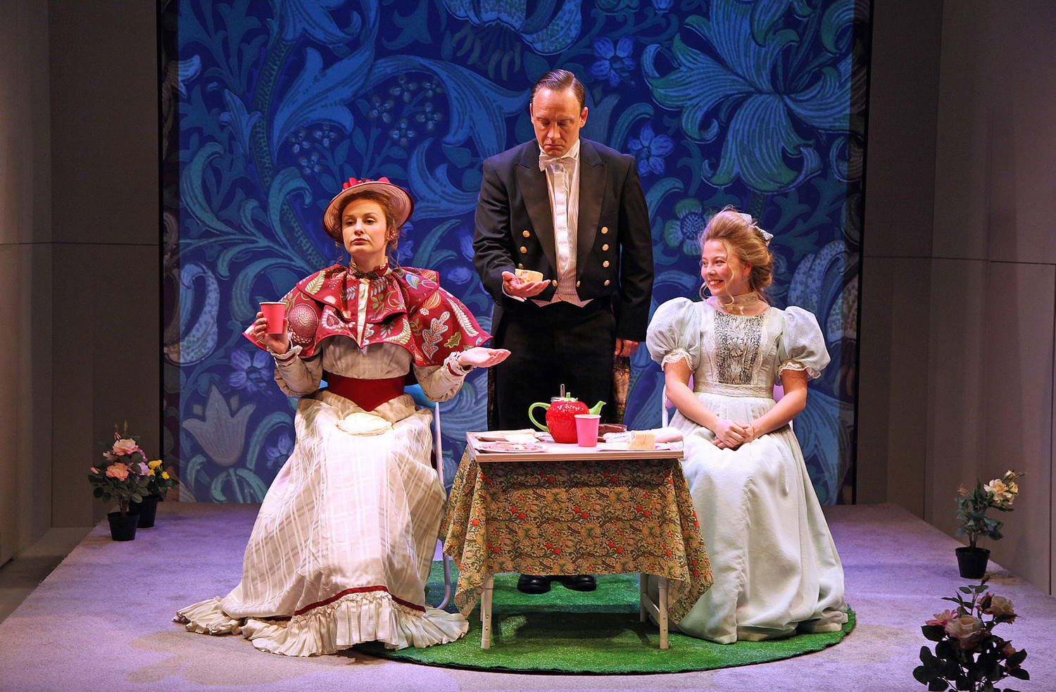 BWW Review: THE IMPORTANCE OF BEING EARNEST, The Watermill Theatre