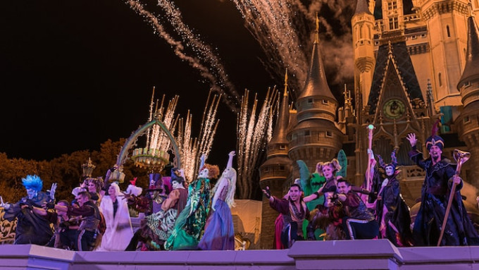 BWW Review: Something Different This Way Comes in HOCUS POCUS VILLAIN SPELLTACULAR at Magic Kingdom