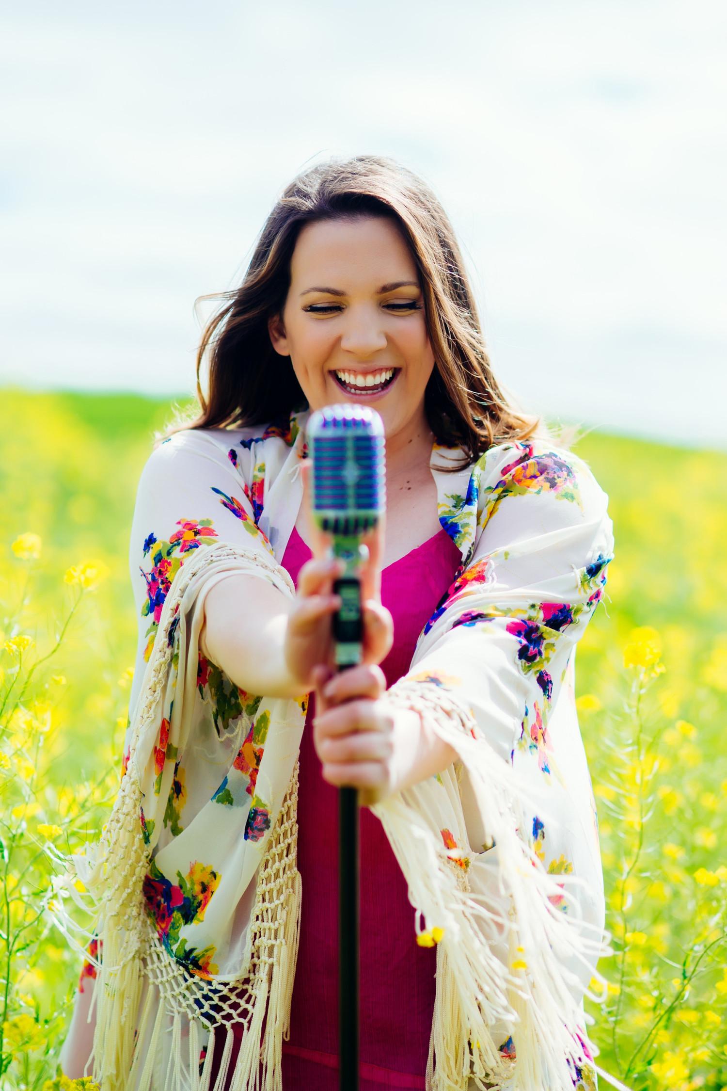 BWW Review: Tara Vaughan: SHE ROCKS! the Omaha Community Playhouse