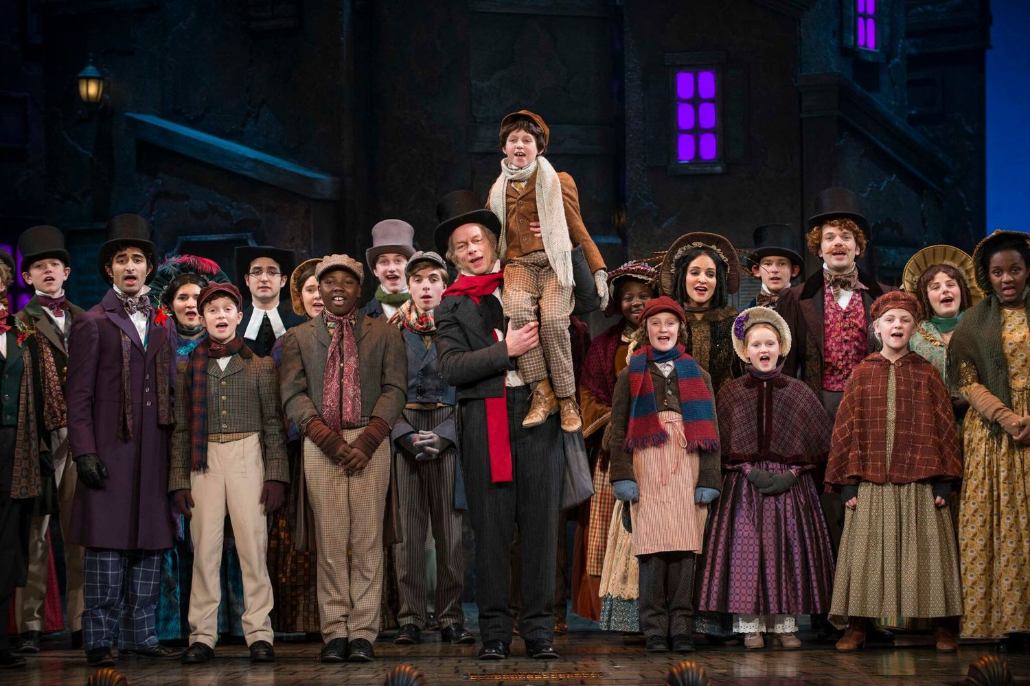 BWW Review: A CHRISTMAS CAROL Spreads Tidings of Comfort & Joy at Milwaukee Repertory Theater