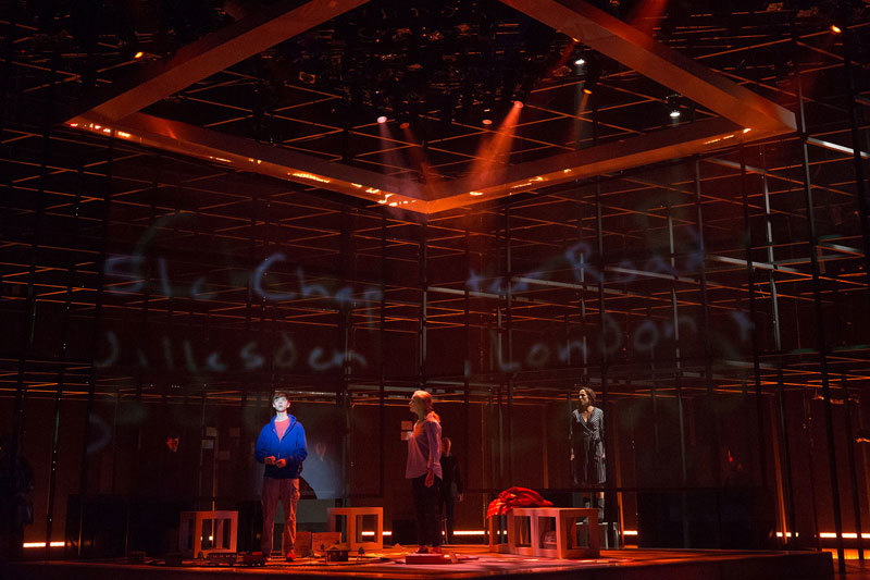 BWW Review: THE CURIOUS INCIDENT OF THE DOG IN THE NIGHT-TIME at Walnut Street Theatre