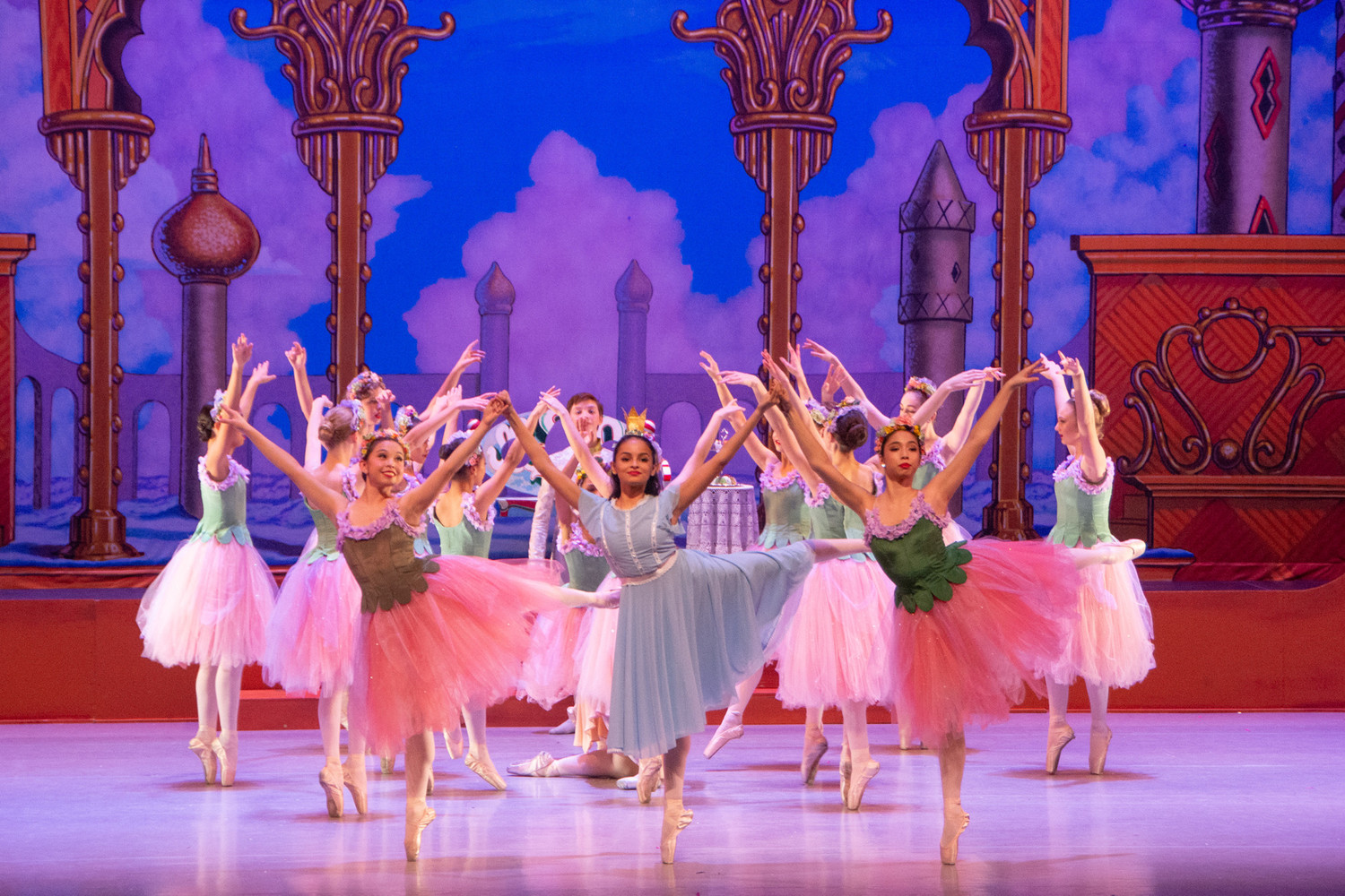 BWW Review: Los Angeles Youth Ballet's NUTCRACKER Scores With A Delightful, Whimsical And Polished Presentation At The Alex Theatre
