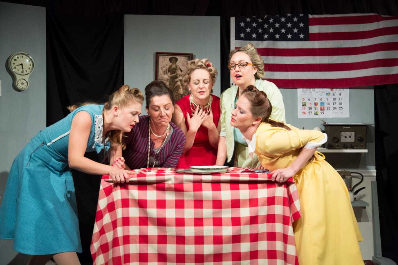 BWW Review: 5 LESBIANS EATING A QUICHE is a Delicious Helping of a Cheeky Comedy