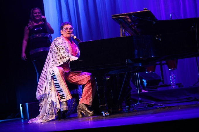 Ian von Memerty to Pay Tribute to Elton John in HONKY CATS at Theatre On The Bay this January