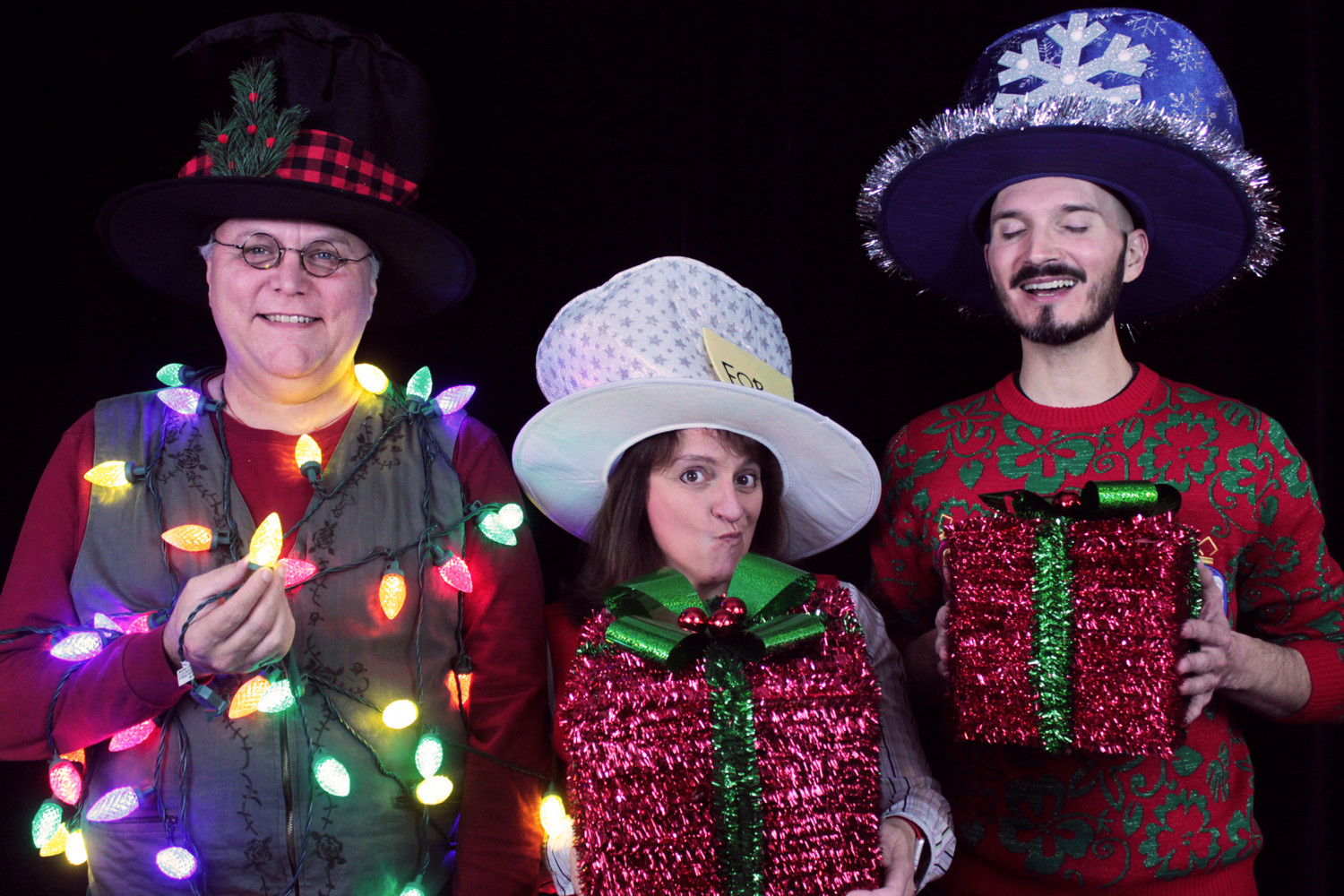 BWW Review: EVERY CHRISTMAS STORY EVER TOLD (AND THEN SOME) at Gamut Theatre Group