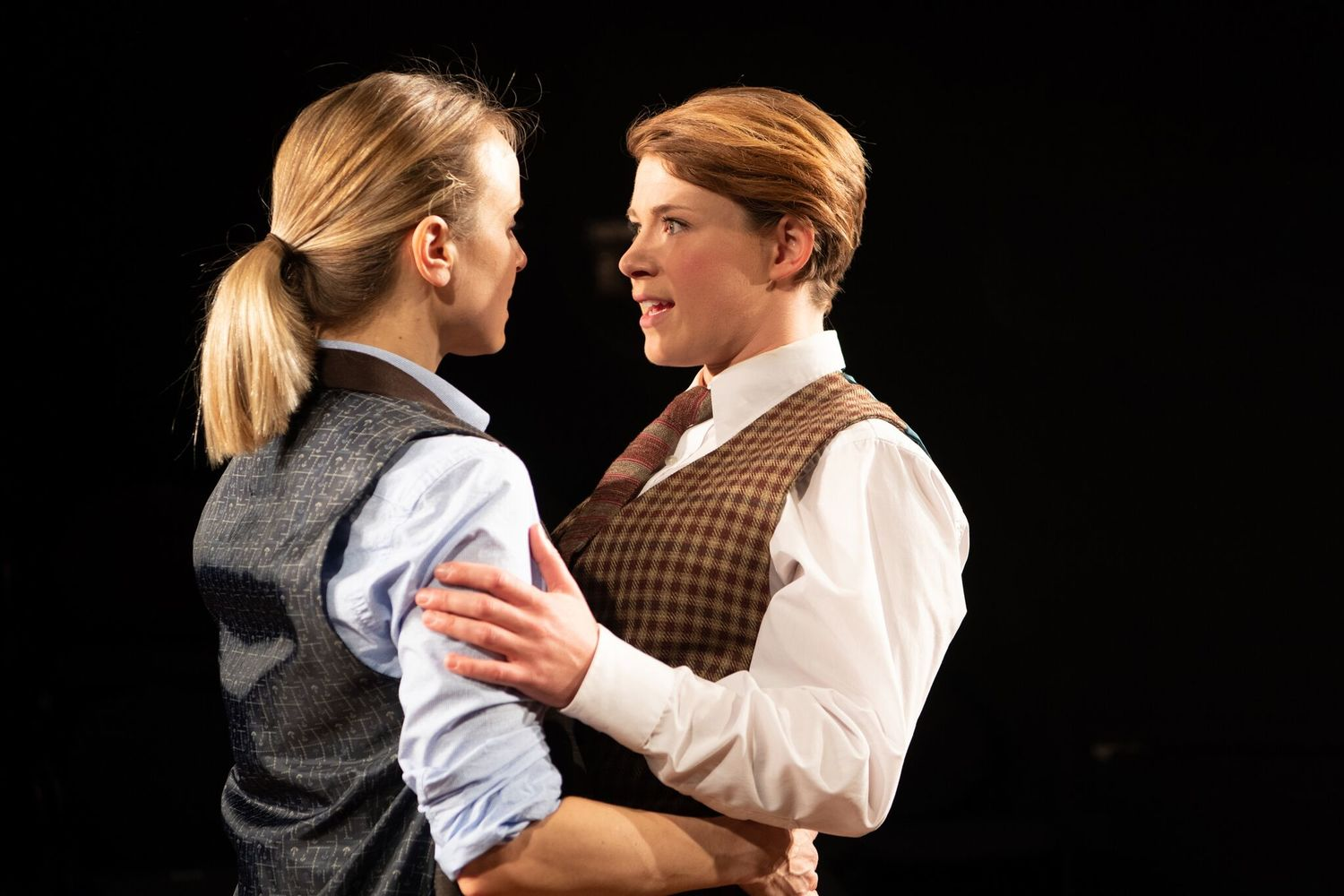 BWW REVIEW: AS YOU LIKE IT at the GAMM THEATRE is a Blue Thumbs Up