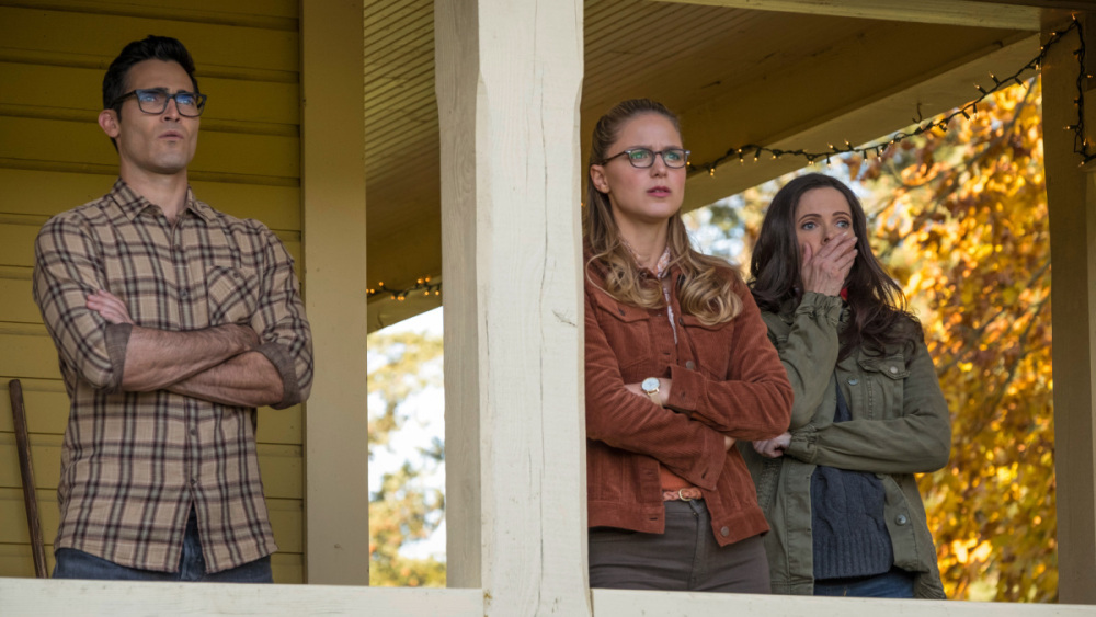 BWW RECAP: SUPERGIRL Helps Save Multiple Earths (Again) in 'Elseworlds' As Superman Drops A Truth Bomb in Smallville