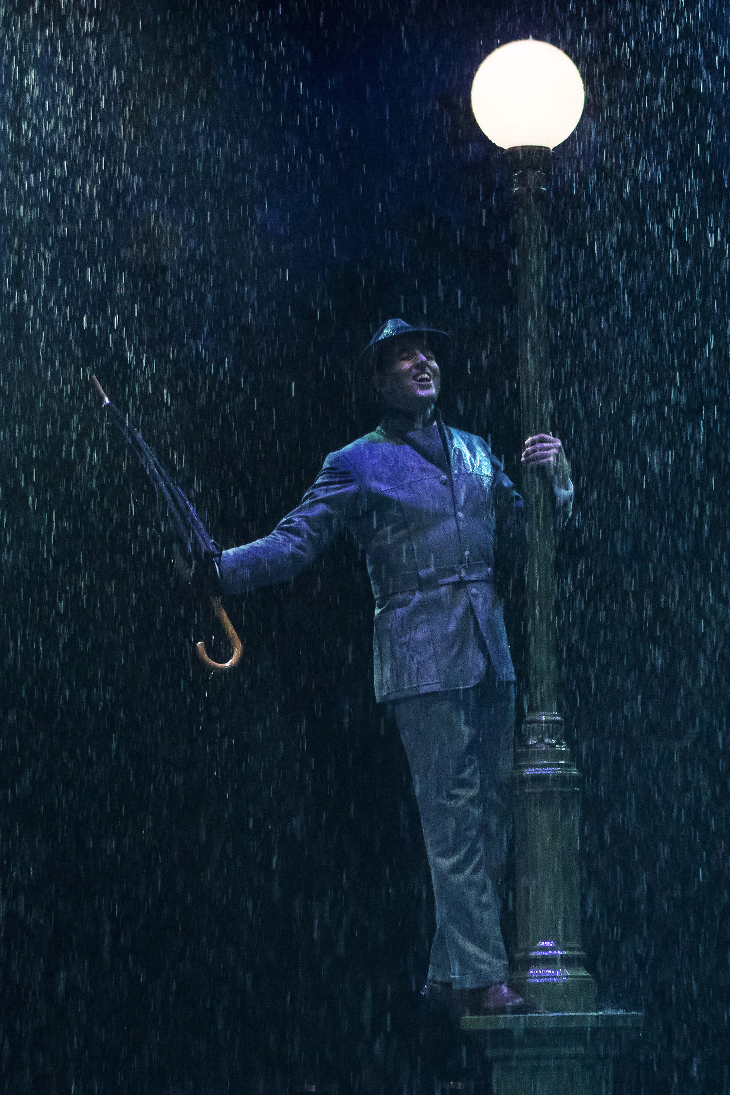 BWW Review: SINGIN' IN THE RAIN Brings that Glorious Feeling to Broadway At Music Circus