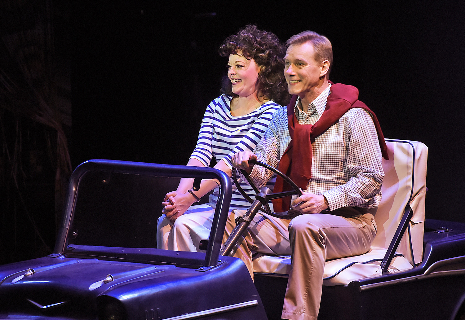 BWW Review: 1970s Rom Com Still Woos at Beef & Boards Dinner Theatre
