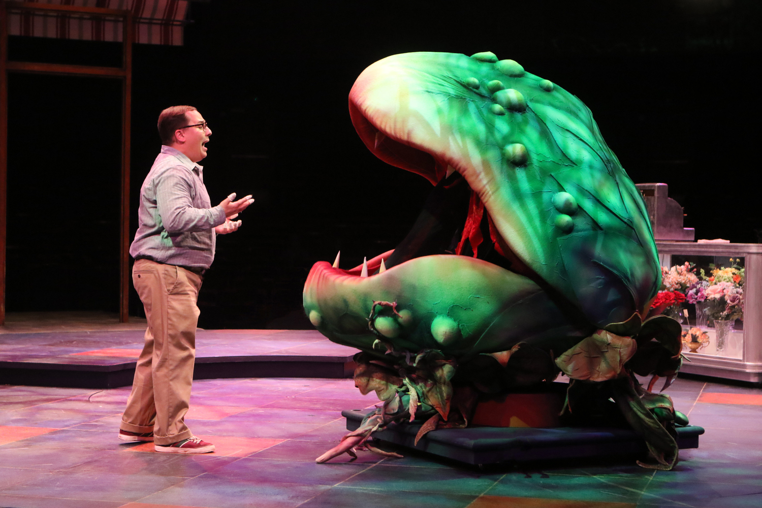 BWW Review: LITTLE SHOP OF HORRORS Brings a Big Appetite to Broadway At Music Circus