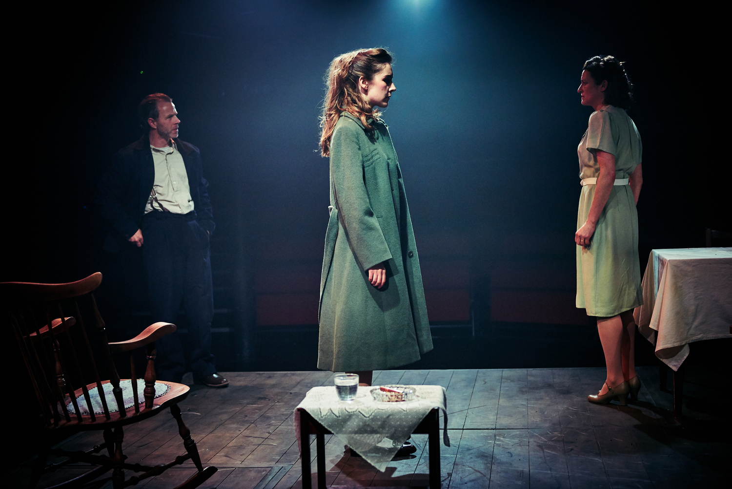 BWW Review: A VIEW FROM THE BRIDGE, Tobacco Factory Theatres