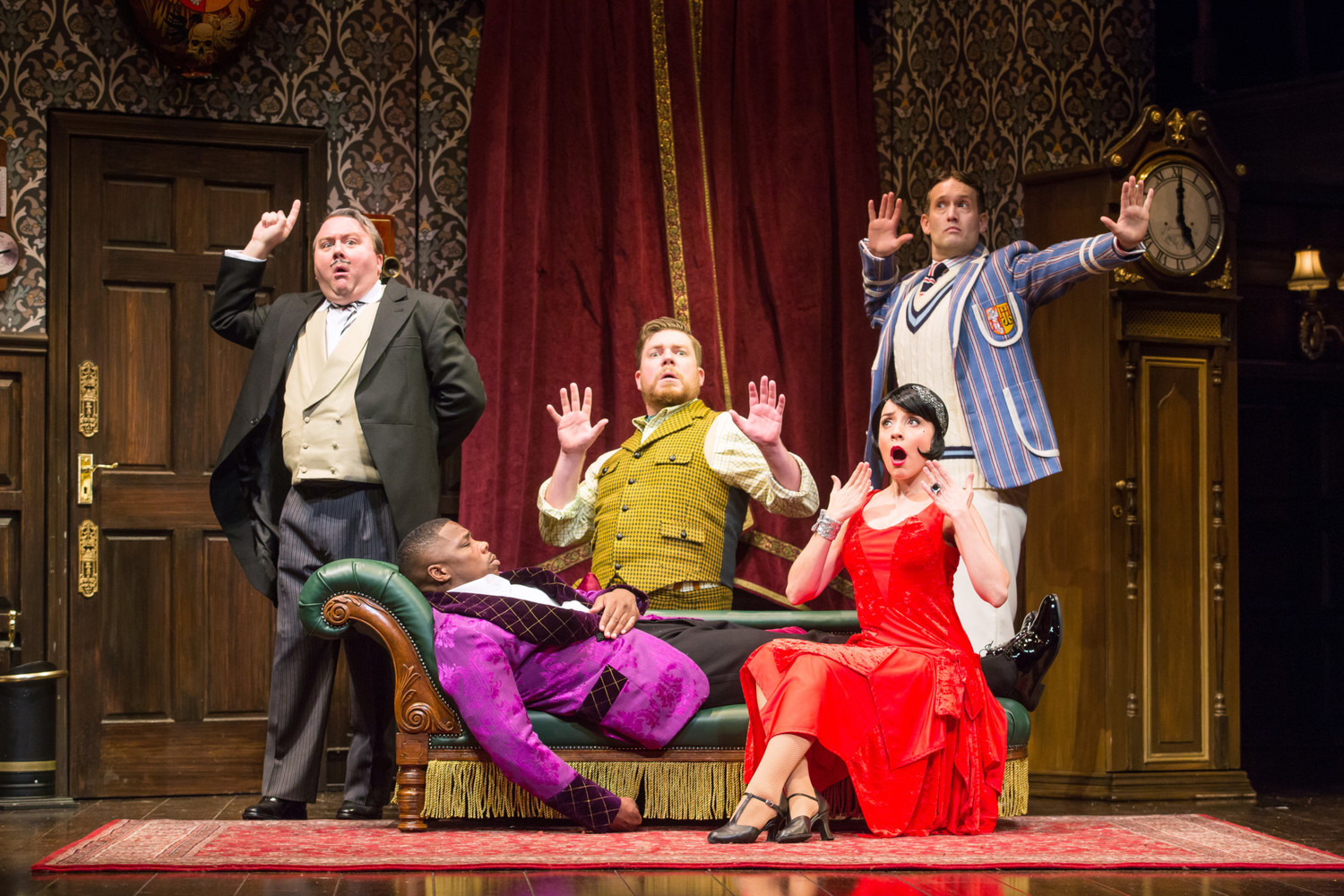 BWW Review: THE PLAY THAT GOES WRONG at Mirvish is Outrageously Fun