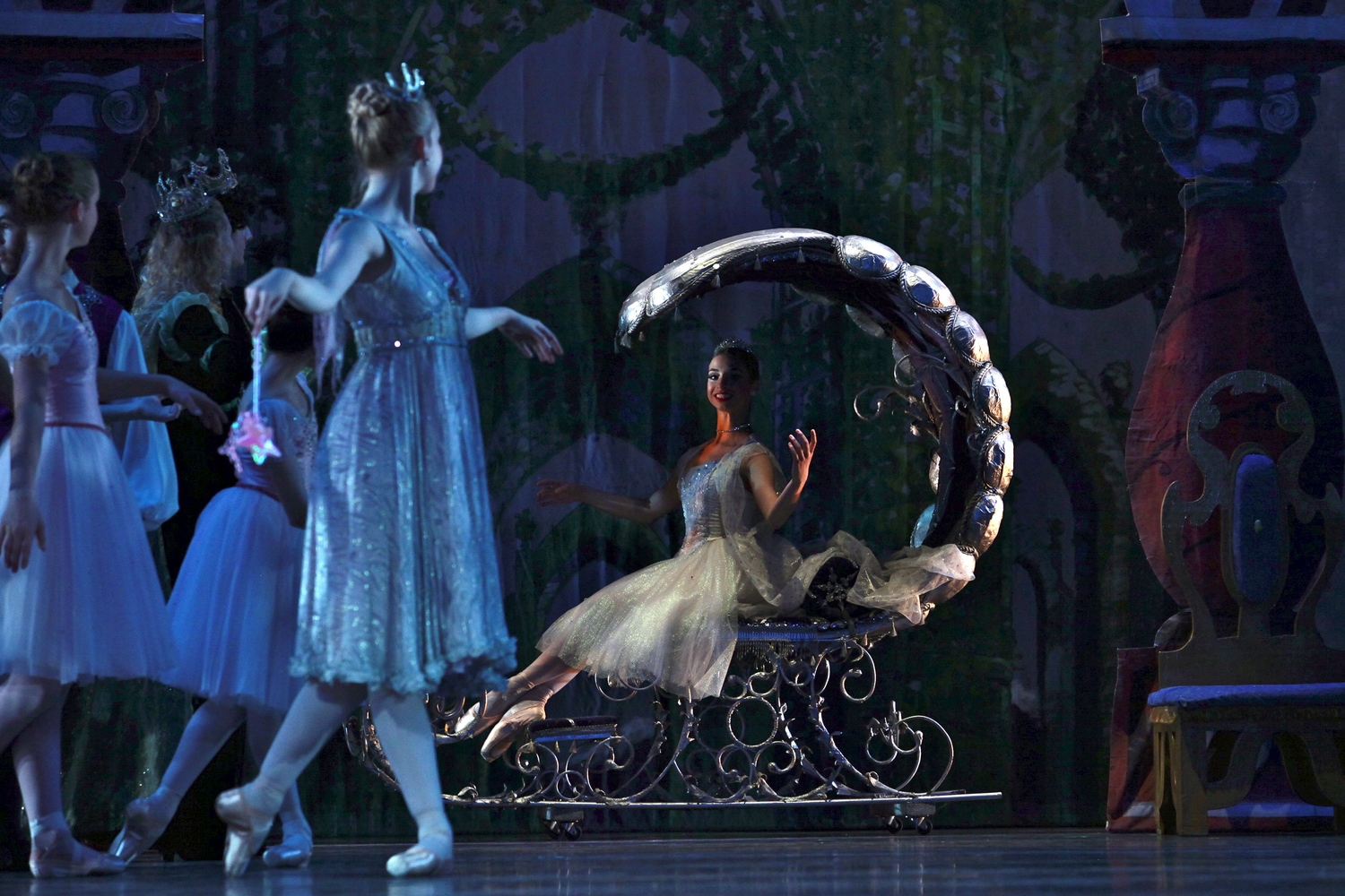 BWW Review: CINDERELLA PIROUETTES INTO Ferguson Hall At Straz Center