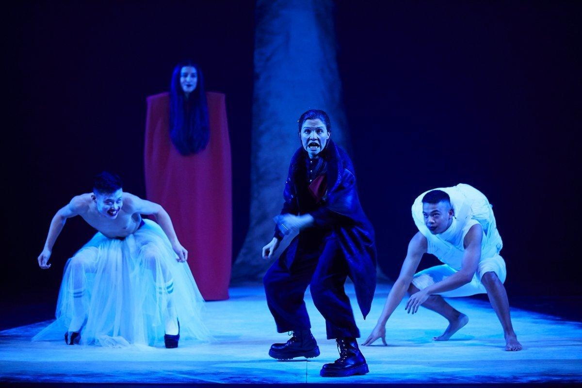 BWW Review: MACBETH, Garrick Theatre
