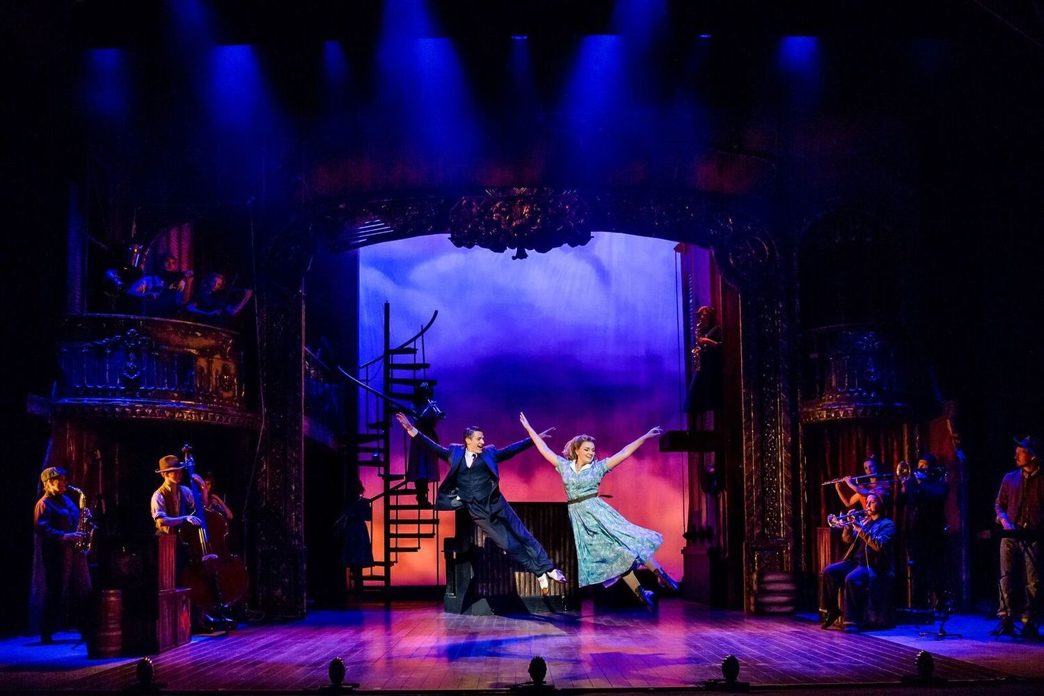 BWW Review: CRAZY FOR YOU, Theatre Royal Brighton