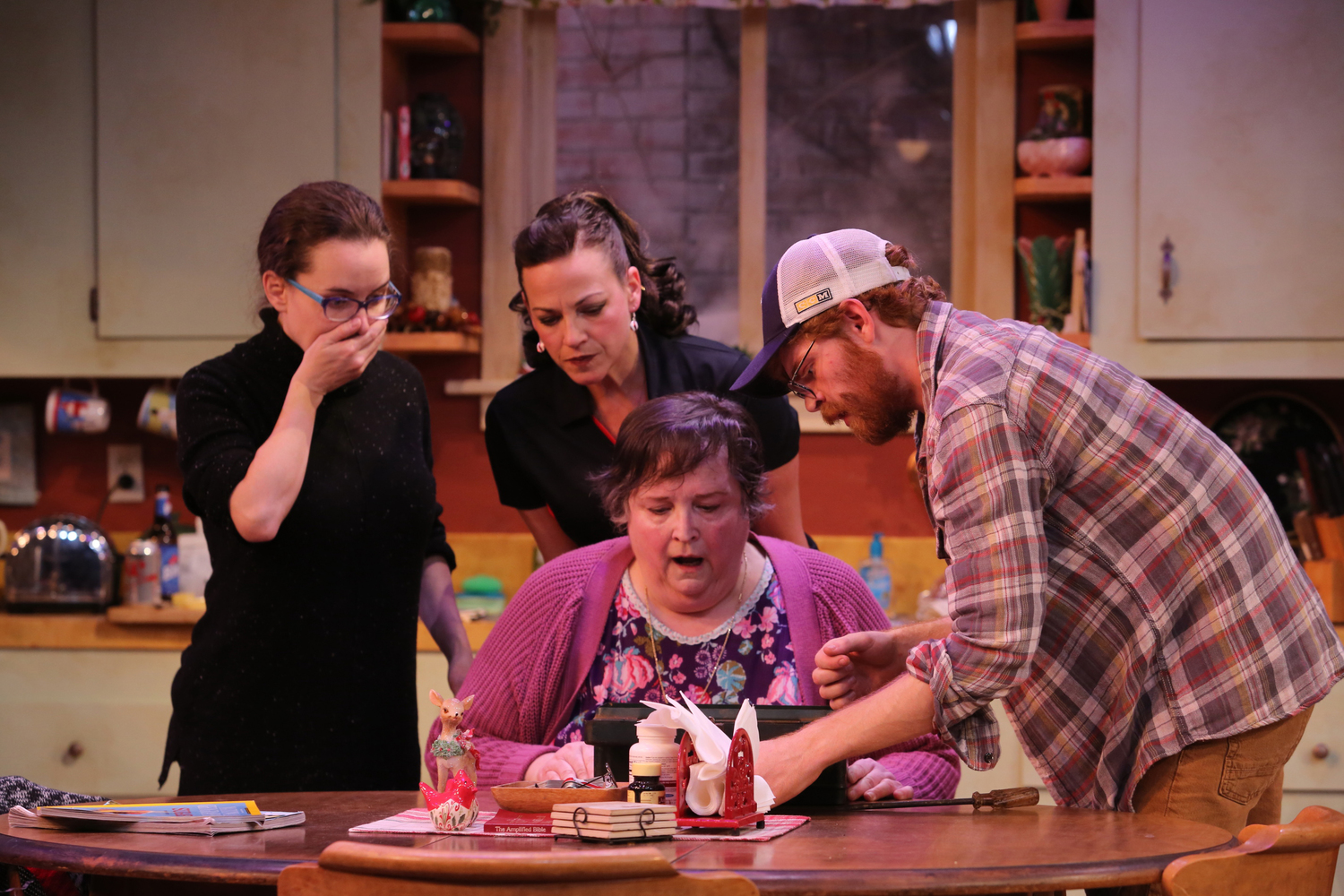 BWW Review: Virginia Repertory Theatre's MIRACLE ON SOUTH DIVISION STREET is the Surprise Hit of the Season!