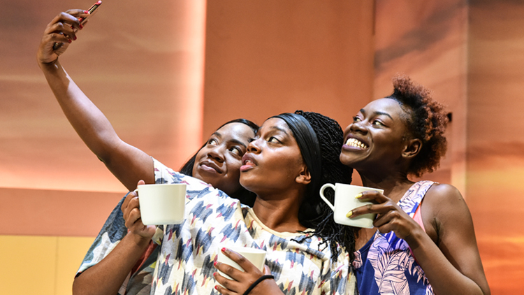 BWW Review: THE HOES, Hampstead Theatre