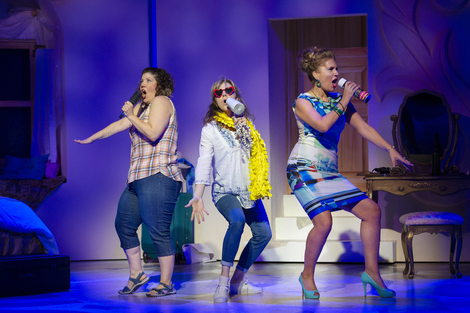 BWW Review: MAMMA MIA! Brings A Refreshing New Look To A Classic Musical