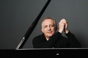 Award-Winning British Conductor Bramwell Tovey Makes Debut In Bernstein And Stravinsky Program