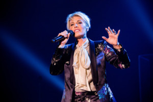 Dana Winner Comes To South Africa As Special Guest Artist For CHRISTMAS SPECTACULAR/ KERSFEES SKOUSPEL