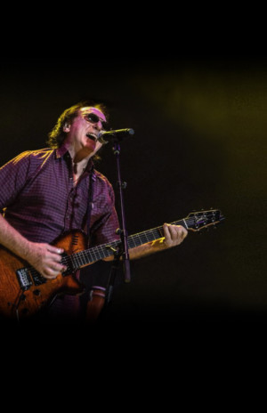Denny Laine From The Moody Blues And Wings Comes to Bay Street Theater