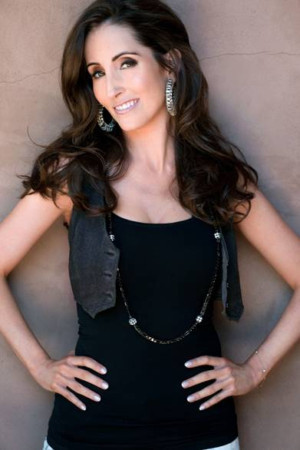 Laura Bryna Set To Cohost The 2nd Annual SHF HONORS: A TRIBUTE TO VETERANS IN ENTERTAINMENT