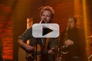 VIDEO: Hiss Golden Messenger Performs 'Domino (Time Will Tell)' on LATE NIGHT