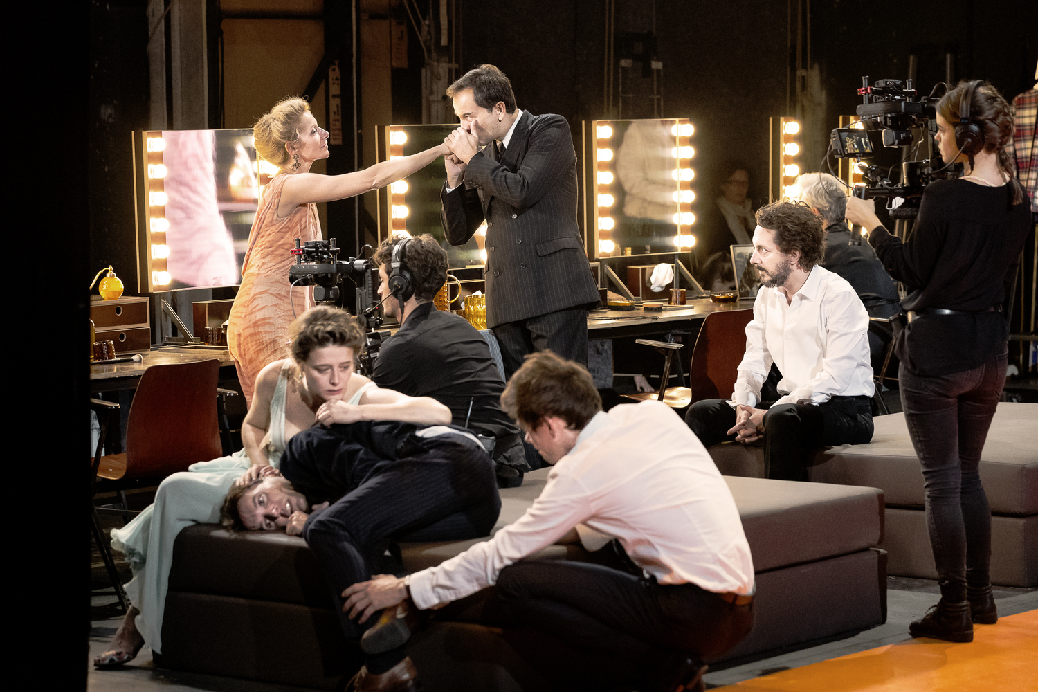 BWW Review: THE DAMNED,  Barbican Theatre