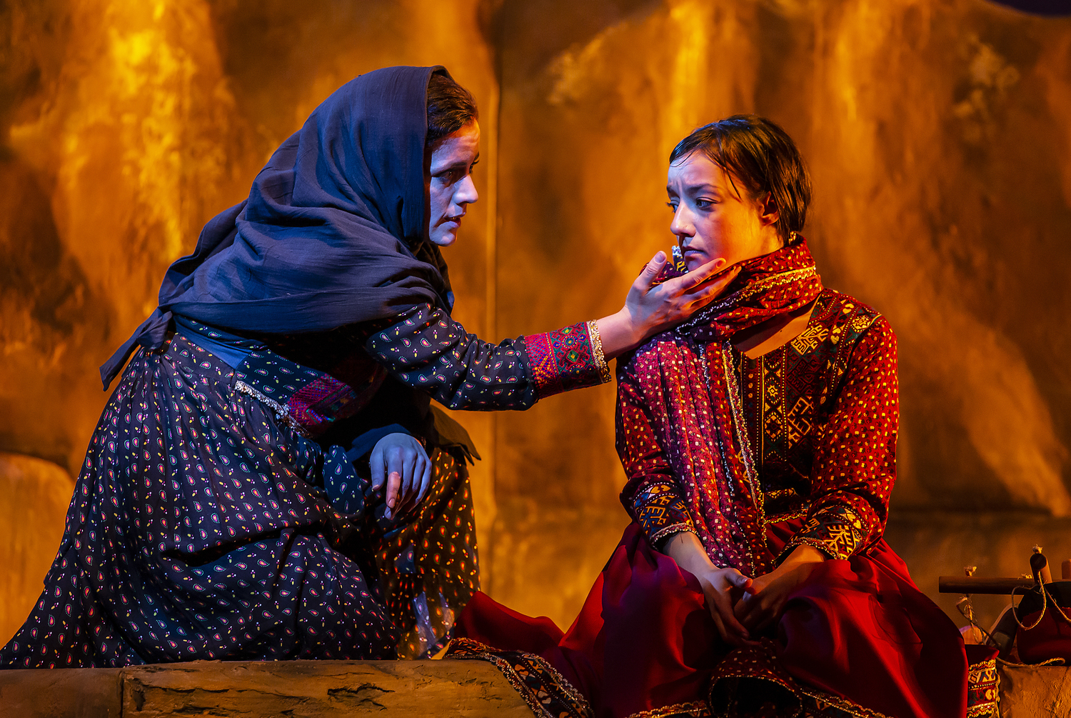 BWW Review: A THOUSAND SPLENDID SUNS, Nuffield Southampton Theatres