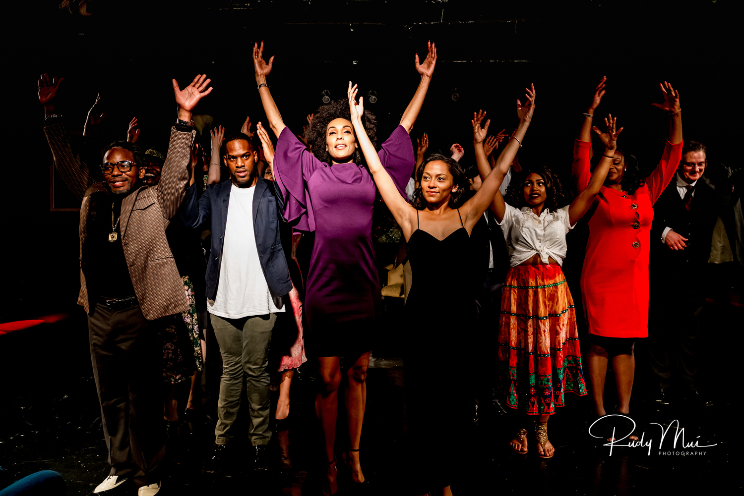 BWW Review: JUST LENA Weathers the Storm at Vincent Victoria Presents