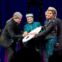 Photo Coverage: Roy Orbison's Sons Perform 'Oh, Pretty Woman' With the Cast of PRETTY Photo