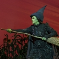 BWW Review: Get Green!  WICKED at the Paramount is Still Luminous! Photo