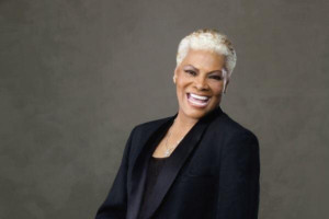BWW Review: Dionne Warwick at the Cabot Theatre: Timeless After All These Years