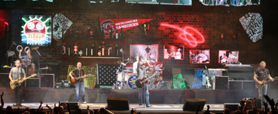 BWW Review: HOOTIE AND THE BLOWFISH Group Therapy Tour
