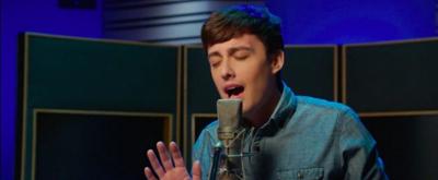 VIDEO: DEAR EVAN HANSEN's First International Evan Sings 'Waving Through a Window'
