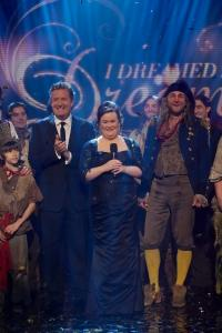 Susan Boyle Pictured with West End's Les Mis Cast for T.V. Special; Airs on TV Guide Network Dec. 13