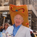 Photo Coverage: LUCKY GUY's Leslie Jordan Visits Easter Parade!