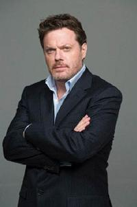 Eddie_Izzard_to_Replace_Spader_in_RACE_on_Broadway_20010101