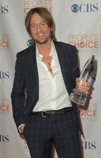 Keith_Urban_To_Headline_Grammy_Foundations_Starry_Night_Benefit_20010101