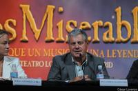 Cameron_Mackintosh_Confirms_LES_MIS_Movie_20010101