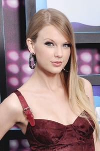 Taylor Swift Gets E! Entertainment Special, 12/1