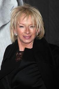 Judy_Cramer_Talks_Spice_Girls_And_VIVA_FOREVER_20010101