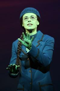Photo_Flash_Teal_Wicks_as_Broadways_Newest_Elphaba_in_WICKED_20000101