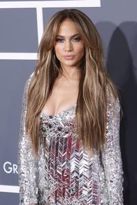Jennifer Lopez Premieres Video For U0027On The Flooru0027 During AMERICAN IDOL, 3/3