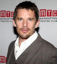 Ethan-Hawke-Cast-in-Total-Recall-Remake-20010101