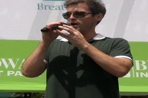 BWW TV: Hugh Panaro & PHANTOM OF THE OPERA Play Broadway in Bryant Park 2011!