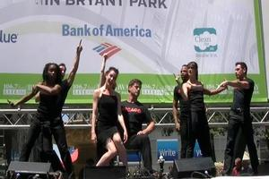 BWW TV: Christopher Sieber, Nikka Graff Lanzarone and CHICAGO Play Broadway in Bryant Park!