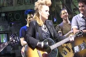BWW TV: Melissa Etheridge Takes the Stage with the AMERICAN IDIOTS!