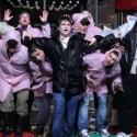 Photo Flash: Daniel Radcliffe, John Larroquette & HOW TO SUCCEED Cast Rehearse for Thanksgiving Day Parade in the Rain!